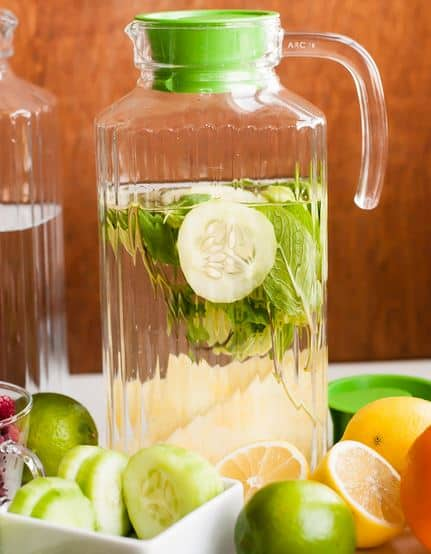 10 Fruit Infused Water Recipes for Summer! | SimplePureBeauty.com