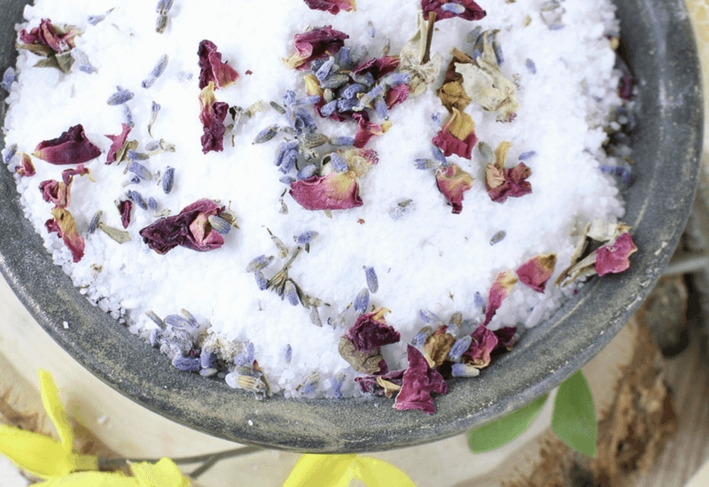 Soaking in a bath is a luxury we all need to take. This DIY bath soak recipe will have you relaxed in no time. #bathsalts #relaxation #essentialoils #detox