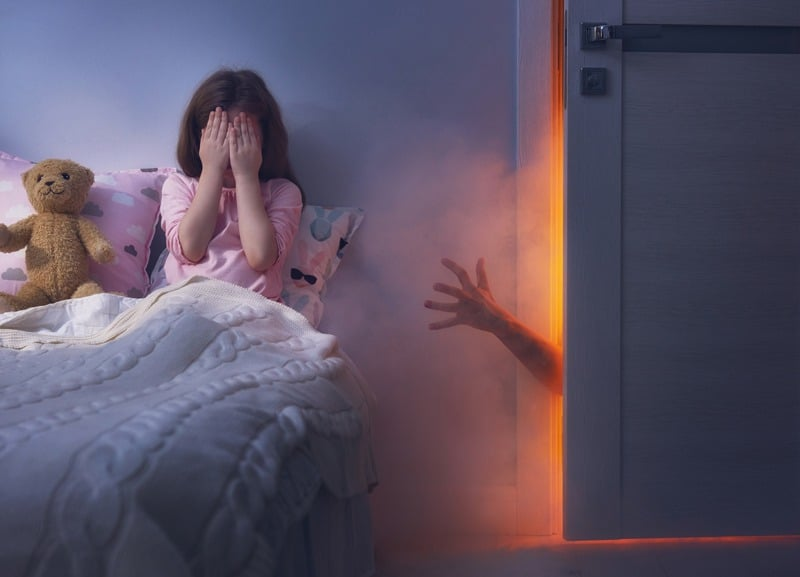 Essential oils can greatly affect our emotions. I'll help you select some kid-safe essential oils for nightmares to help support your kids having a restful nights sleep. #essentialoils #sleeping #naturalremedies #nightmares
