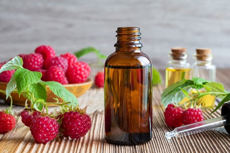 Top 3 Red Raspberry Seed Oil Skincare Benefits - Red raspberry seed oil is a skin health powerhouse #antiaging #DIYskincare #nontoxic #natural