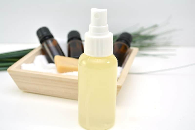 Easy DIY Poopouri Spray with Essential Oils - Skip those chemical sprays to hide that bathroom