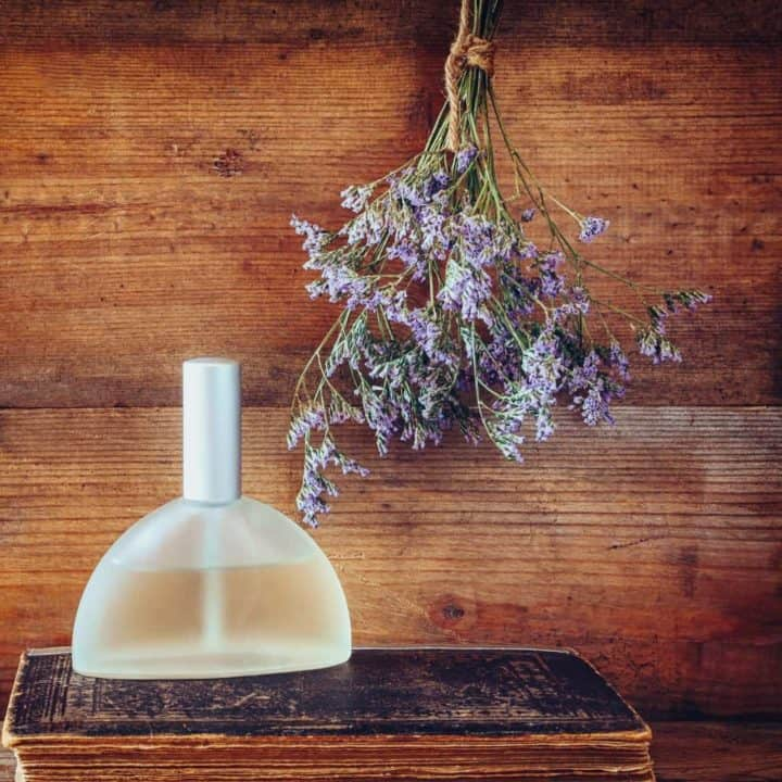 Love the thought of having an essential oil perfume spray to keep you smelling amazing the entire day? This homemade perfume spray recipe will be your new best friend! Best of all, it's chemical free! Give one of the best homemade gifts this year to your family with this aamazing DIY perfume spray!