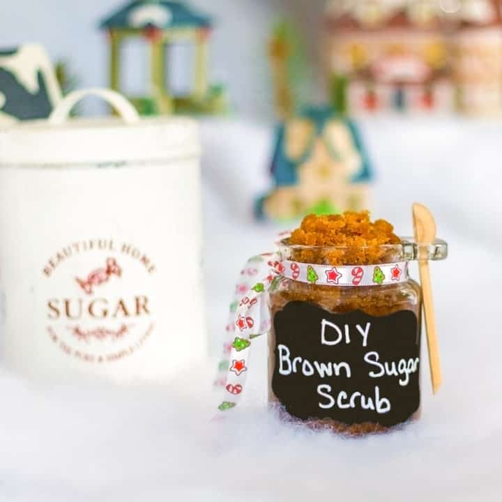DIY Sugar scrub needs to top the list of great Christmas gift ideas for all your family and friends! Not only does it smell amazing, it scrubs and helps to moisterize your skin as well. Say goodbye to dry skin and welcome this homemade brown sugar scrub into your weekly beauty routine. You'll never want to use anything besides this homemade sugar scrub recipe again! #homemade #sugarscrub #DIY #beauty