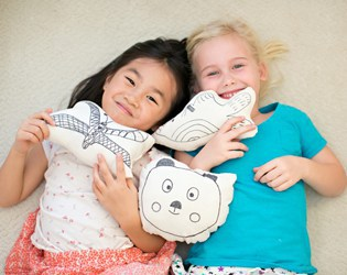 DIY KID'S ART ON A PILLOW: EASY SEWING PROJECT FOR KIDS